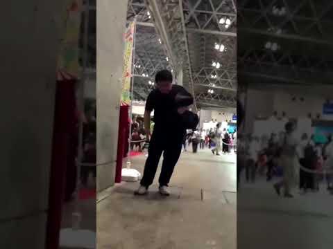 【日本】イベント会場で人に向けて火炎放射