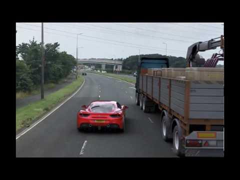 フェラーリ、パトカーに追われ必殺技を繰り出す