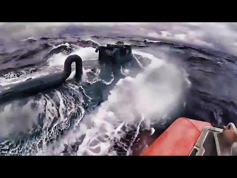 沿岸警備隊、半潜水艇を使った麻薬の密輸を発見!
