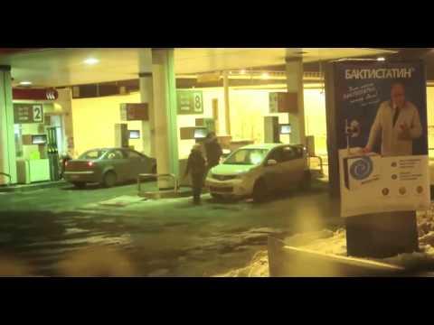 おそロシア、女性ドライバーがガソリンで洗車してるぅ!?