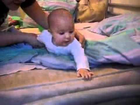 おそロシア、ソルジャーになる訓練を受ける赤ちゃん