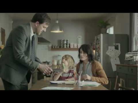 紙を使う妻、タブレットを使う夫。そんな夫へささやかな抵抗