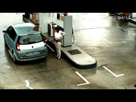 見られてますよ・・・ガソリンスタンドにおける人間模様