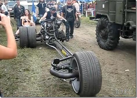 なんじゃコレ?ロシアの魔改造バイク