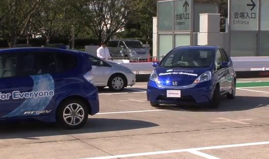 こりゃ便利!!ホンダが開発した、駐車場監視カメラと連携する自動バレーパーキングがすごい