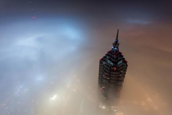 建設中の上海タワーに命綱なしで潜入してみた。高さもヤバいけど、大気汚染もヤバい