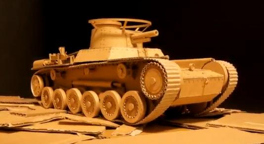 完成度が高すぎる!無限軌道も動いちゃう戦車をダンボールで作ってみた