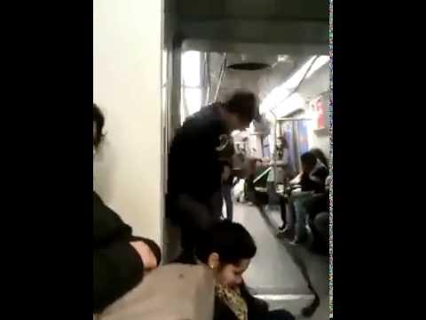 電車の中で激しく演奏する奴がおったwww