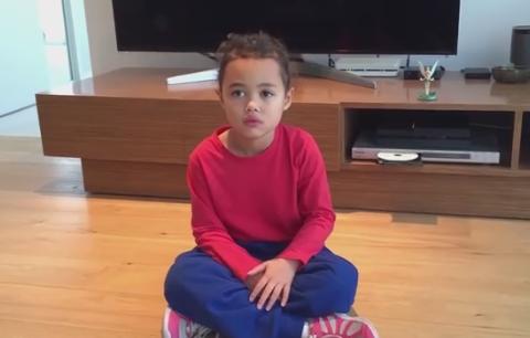 思わず拍手したくなる。小さな女の子が決めるトリックショット動画が人気