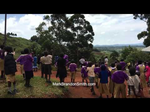 アフリカの子ども達にドローンを見せてあげたら反応がカワ(・∀・)イイ!!