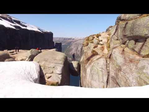 タマヒュンな崖からベースジャンプ!