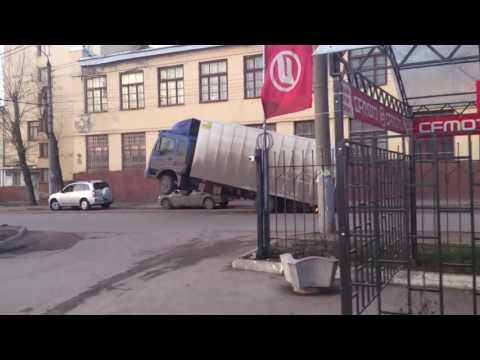 ロシアの過積載っぽいトラックがヤバい件