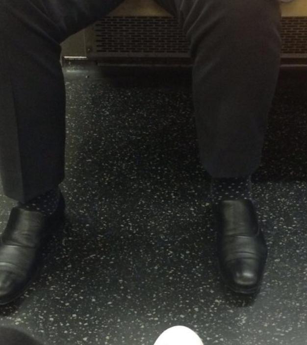 電車内で透明人間を発見!!