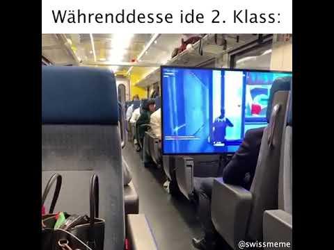 電車内に大型ディスプレイを持ち込みゲームする強者