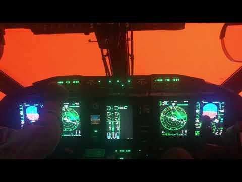 オーストラリア空軍機が森林火災の中を飛行、ここはまるで・・・