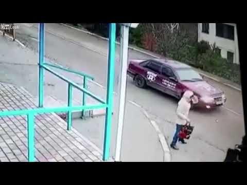 道路で立ちくらみして転倒、そこに忍び寄るバス・・・
