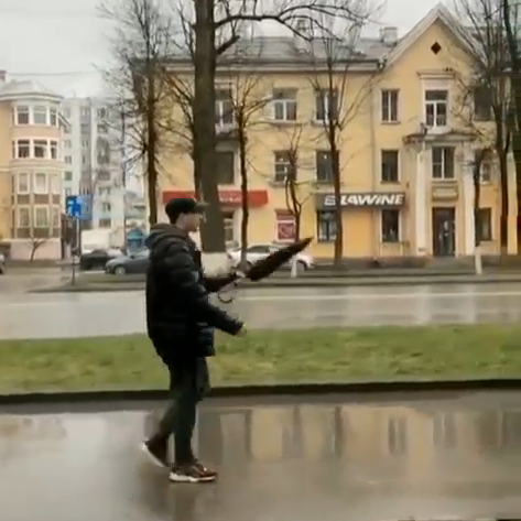 傘のカッコイイ開き方