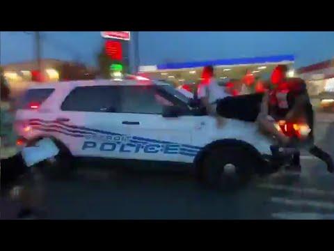 デトロイト警察、デモ隊に囲まれて命の危険を感じ突破してしまう
