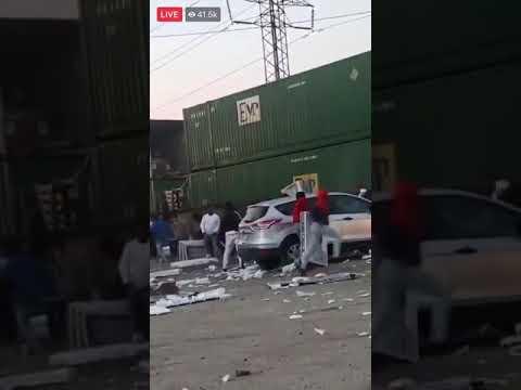 米暴動、動いている列車からも略奪